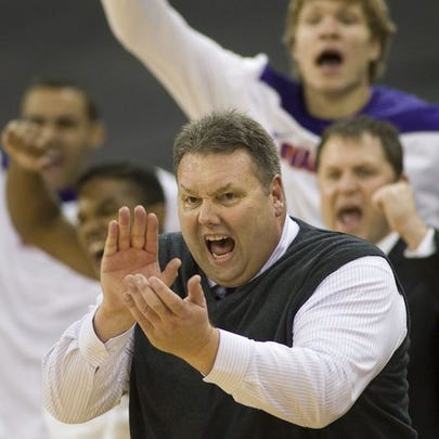 Former Evansville head coach Marty Simmons is set to