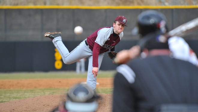Jesse Stinnett pitches in a NCAA game.