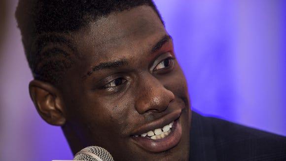Auburn defensive end Carl Lawson will announce his