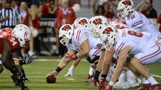 LINCOLN, NE - OCTOBER 07: Offensive lineman Tyler Biadasz #61 of the Wisconsin Badgers snaps the ball to quarterback Alex Hornibrook #12 against the Nebraska Cornhuskers at Memorial Stadium on October 7, 2017 in Lincoln, Nebraska. (Photo by Steven Branscombe/Getty Images)