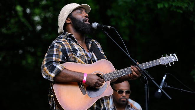 Jason Eskridge performs at the Blackberry Jam Festival Saturday in Franklin.