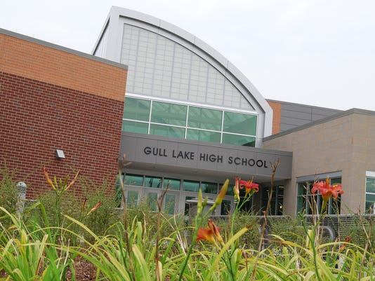 -Gull Lake High School.jpg_20131030.jpg