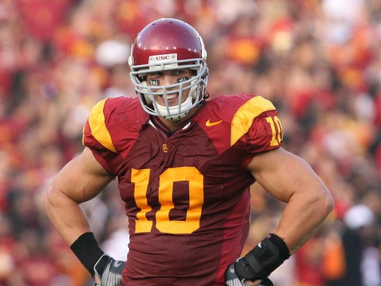 Brian Cushing playing for USC in 2008.