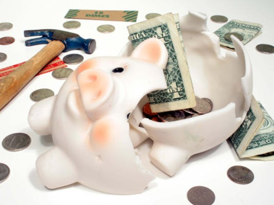 Americans struggle to sock away retirement savings