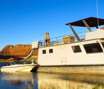 Explore the Majesty of the West by Houseboat