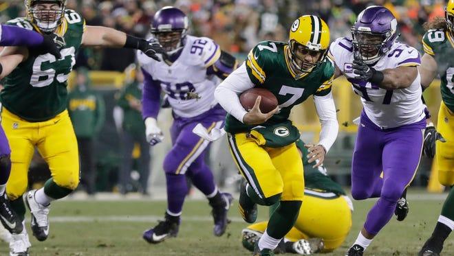 Packers quarterback Brett Hundley scrambles against the Vikings on Saturday night.