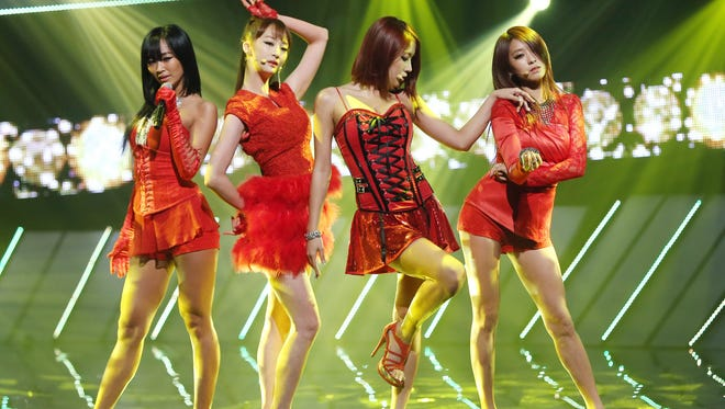 The South Korean K-pop band SISTAR  performing in Seoul in 2013.