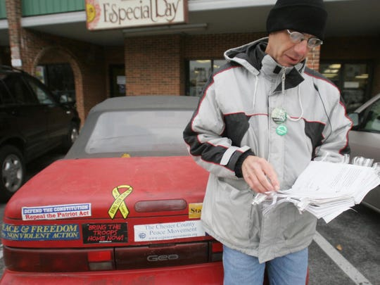 Michael Berg, father of slain businessman Nick Berg who was beheaded in Iraq in 2004, prepares for a speech in Wilmington's Trolley Square Shopping Center on Dec. 1, 2005.