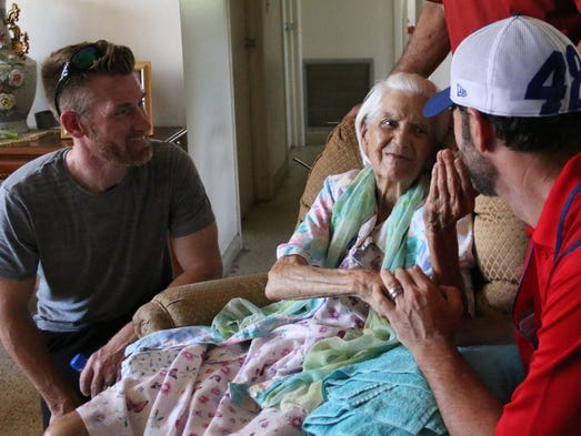 Nascar S Jimmie Johnson Helps Naples Family After