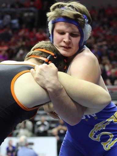 Iowa Class 2A state wrestling -- Benton Community's