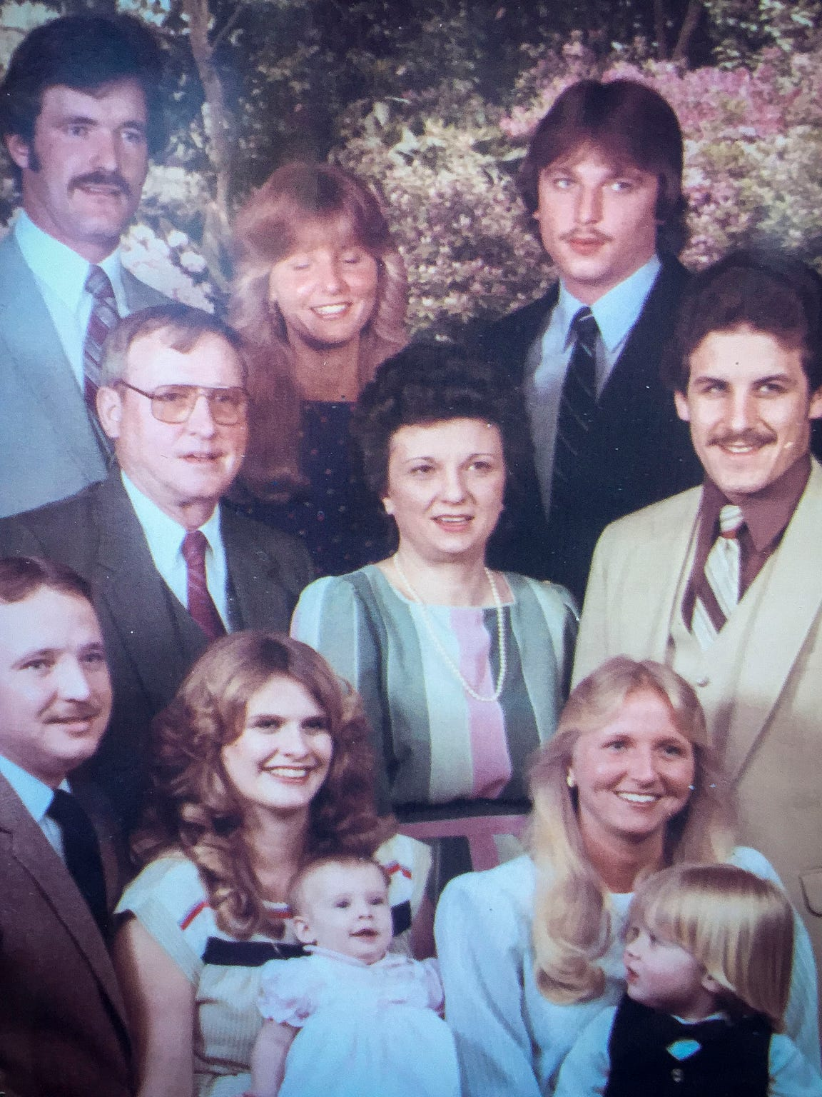 Billy Seigler is at upper right in a family photo.