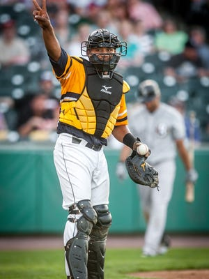 Catcher Luis De La Cruz re-signed with the York Revolution for the 2016 season, manager Mark Mason announced Friday.