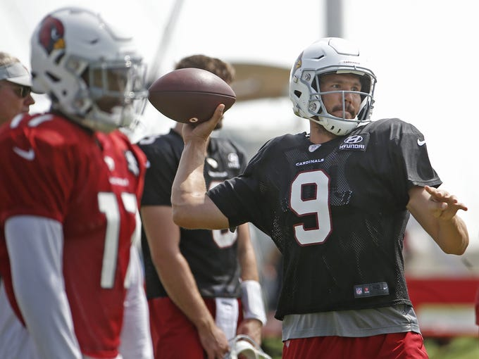 Cardinals quarterback Sam Bradford (9) throws a pass