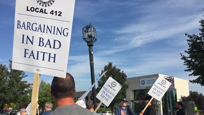 Members of UAW Local 412 hold an informational picket about a hostile work environment they said is created by Macomb County Clerk/Register of Deeds Karen Spranger outside the Talmer Building in Mt. Clemens, where Spranger has an office, on Sept. 13, 2017.