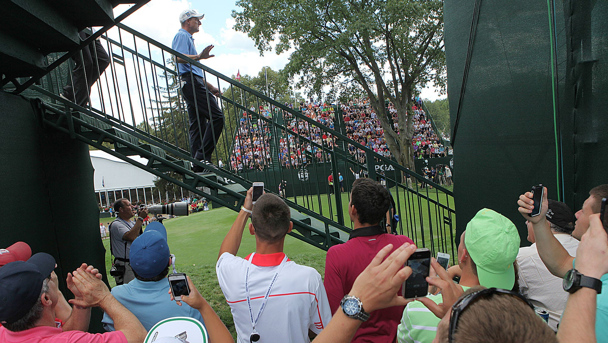 Jim Furyk waves to fans as he walks down the steps to the first tee box Sunday.