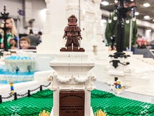 How a 65,000-LEGO-piece Soldiers and Sailors Monument was built