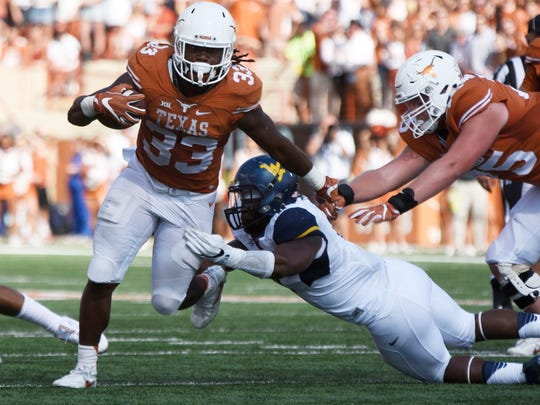 Texas Longhorns running back D'Onta Foreman (33) carries