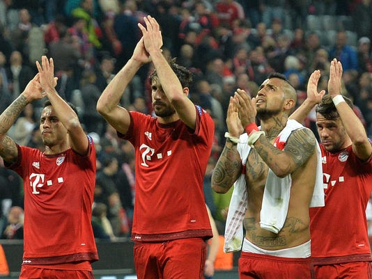 Bayern's Arturo Vidal, second right, celebrates with team mates at the end of the Champions League quarterfinal first leg soccer match between FC Bayern Munich and Benfica Lisbon at the Allianz Arena in Munich, southern Germany, Tuesday, April 5, 2016. FC Bayern Munich won the match 1-0.(AP Photo/Kerstin Joensson)