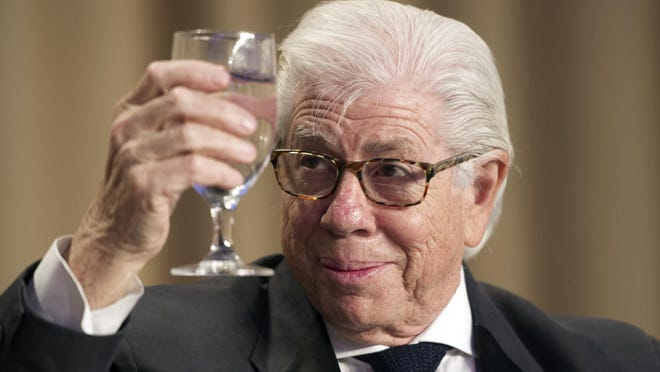 Journalist and author Carl Bernstein toasts the First Amendment during the White House Correspondents' Dinner.