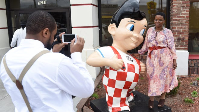 Nicole Chatman, 33, of Harrison Township poses with the Big Boy while Tariq Ali, 38, of Detroit takes a photo at the Big Boy restaurant on East Jefferson in Detroit on Sunday. Chatman grew up not far from the Big Boy and came there often over the years.