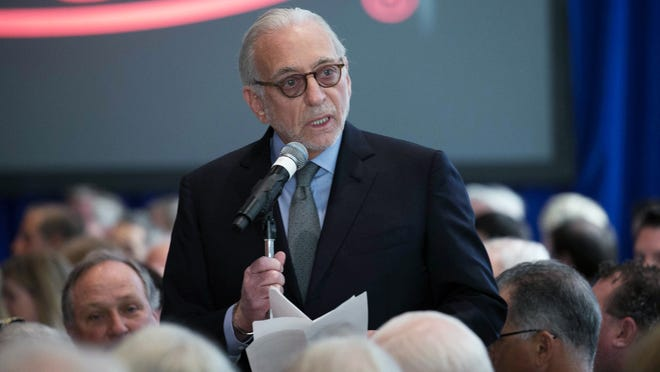 Trian Fund Management CEO Nelson Peltz address shareholders Wednesday during DuPont's annual meeting at its Chestnut Run headquarters.
