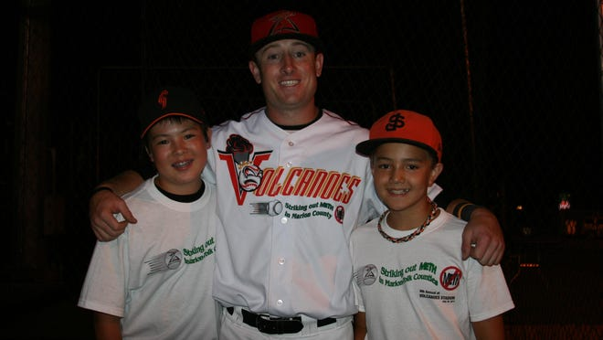 Andy Okada (left) and his younger brother, Danny, with former Volcanoes infielder Will Callaway in 2014.