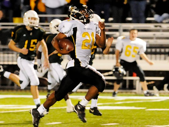 Former Springhill star Charcandrick West scores a touchdown against Calvary in 2009.