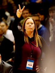 Saginaw Heritage coach Vonnie DeLong signals a play down court during Heritage's 57-36 win in the Class A state final on Saturday, March 17, 2018, in Grand Rapids.