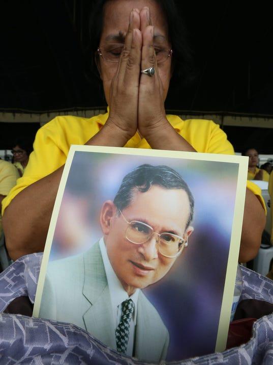 EPA FILE THAILAND ROYALTY KING BHUMIBOL HEALTH HUM PEOPLE THA BA