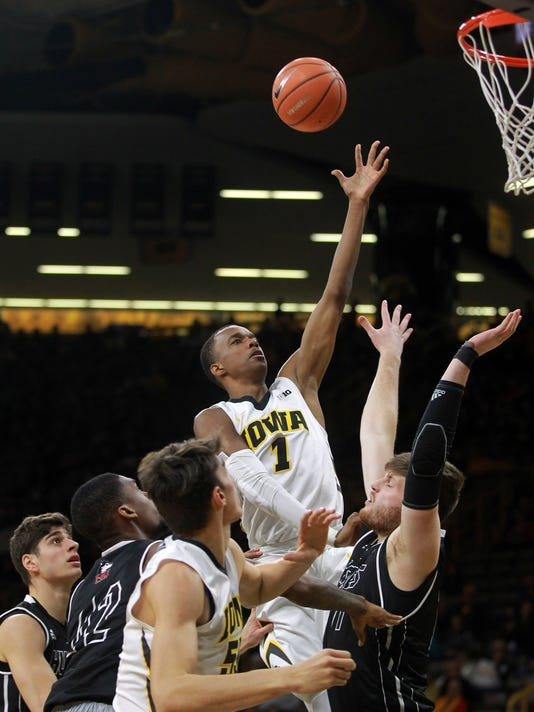 Iowa Hawkeyes set team assist mark in 98-75 rout of ...