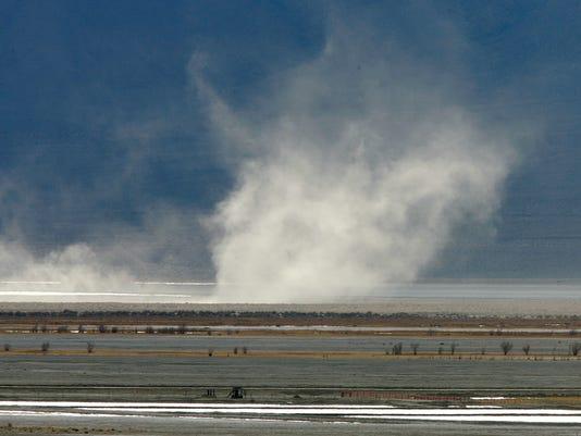 -owens lake dust.jpg_20071004.jpg