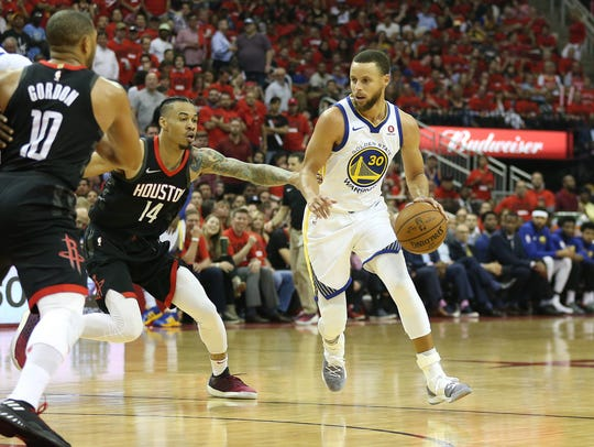 Golden State Warriors guard Stephen Curry (30) moves