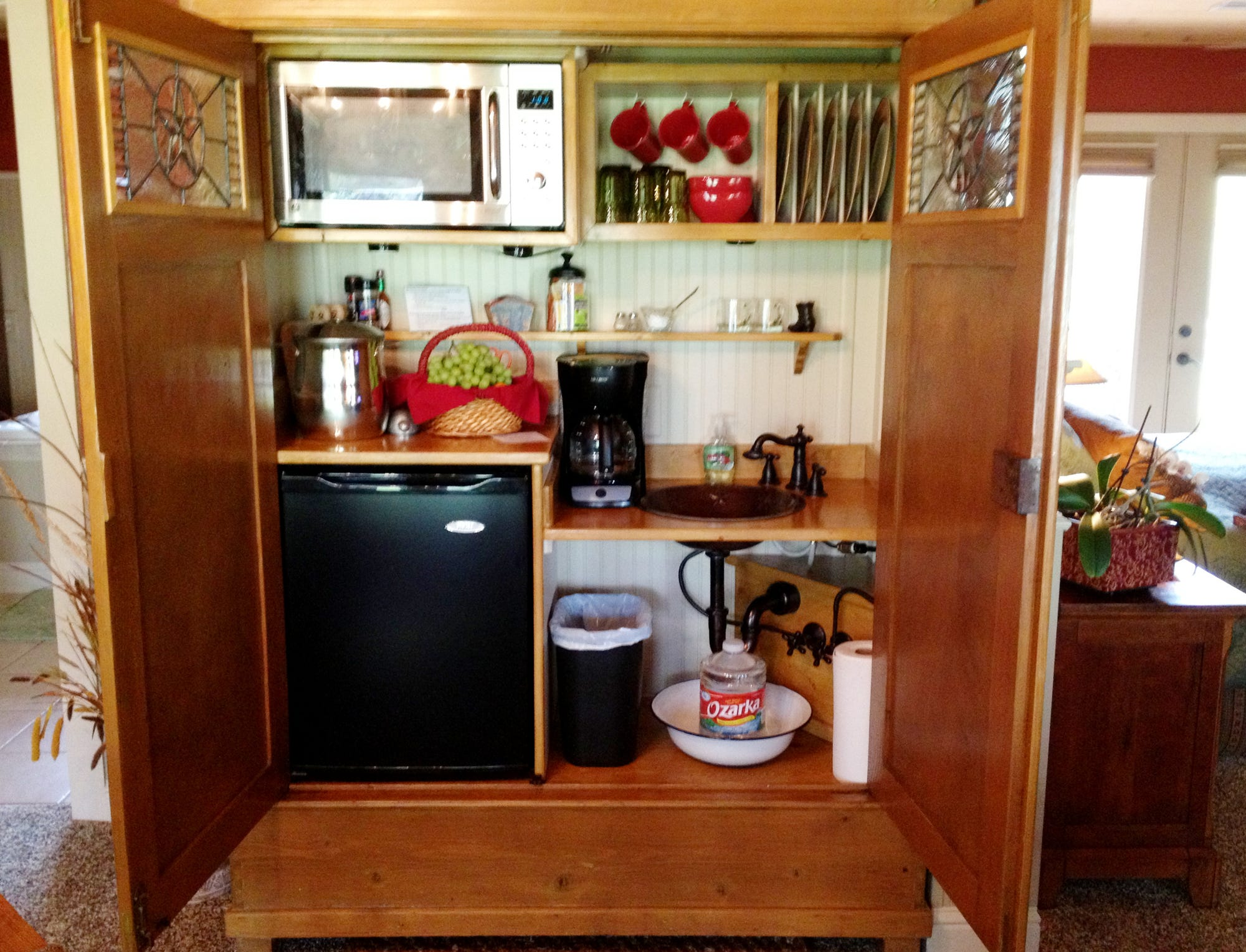 Melinda Heltsley Shared A Picture Of A Kitchenette That She Saw Created  Inside An Old Entertainment