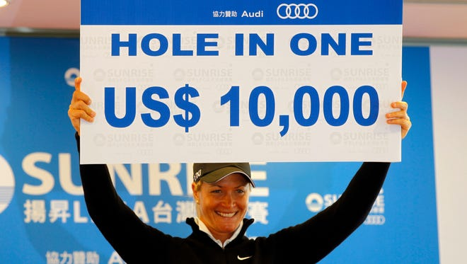 Suzann Pettersen of Norway wins the prize of US$10,000 after her hole-in-one the second day of the LPGA Championship in Taiwan, Friday, Oct. 25, 2013.