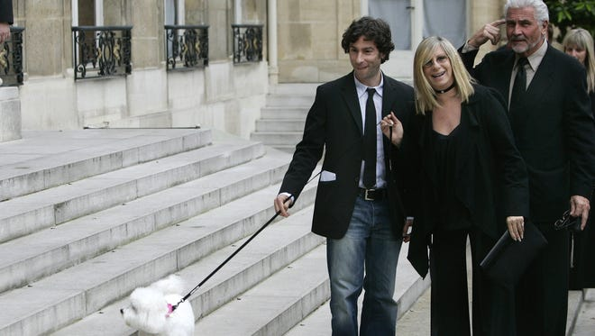 Streisand's dog Samantha joined her and the rest of the family in Paris in 2007 when she received the Medal of the Legion of Honor.