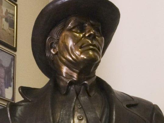 Lee statue.jpg