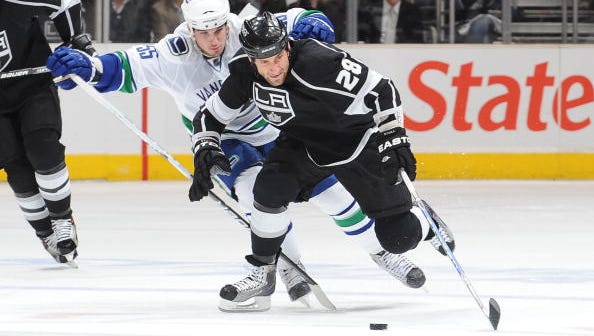 Jarret Stoll (28) signed a one-year contract with the Rangers Monday.