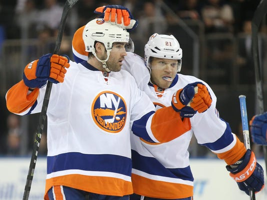 Undefeated Isles break out in 3rd 836ca040f