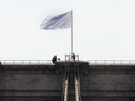 ODD_Brooklyn_Bridge_Mystery_Flags__dtdavis@statesmanjournal.com_7