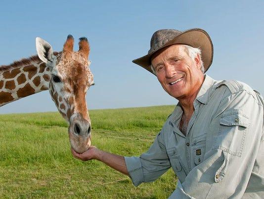 Jack Hanna and giraffe