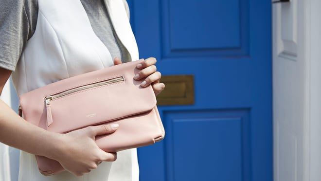 """The Elektronista is a """"luxury clutch-style"""" bag that will give you a convenient way to store both your electronic cables and your lipstick."""