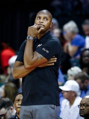 Memphis head coach Penny Hardaway looks on during action