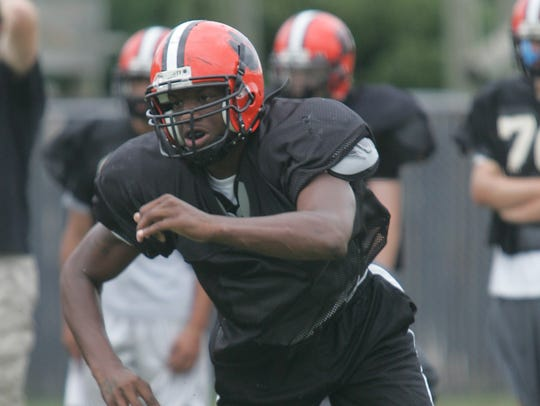 Shilique Calhoun in action during a Middletown North