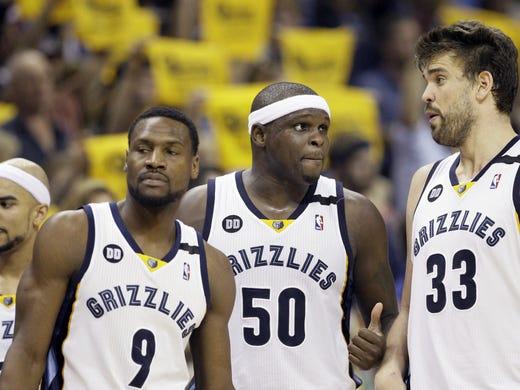 Memphis Grizzlies guard Jerryd Bayless, left, Tony