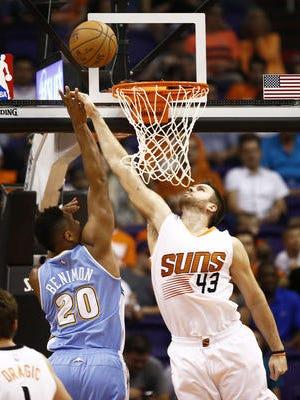 Suns power forward Shavlik Randolph contests a shot during a preseason game.
