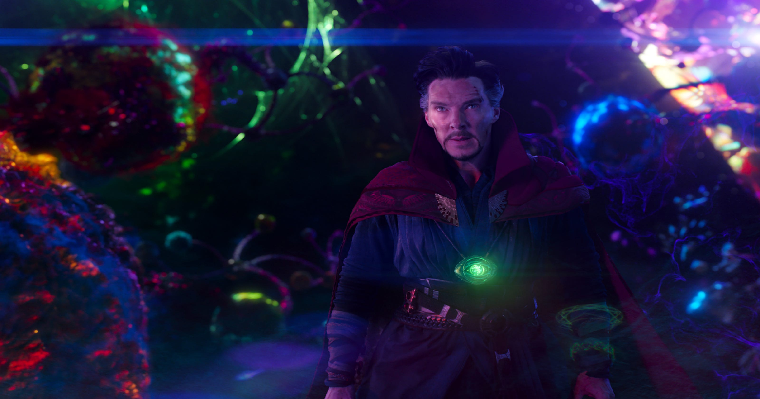 Resultado de imagem para doctor strange manipulating magic movie
