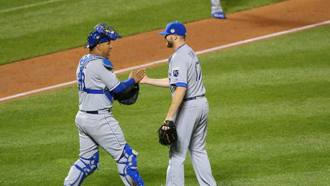 Wade Davis, right, earned the save in Game 4 for the Royals.
