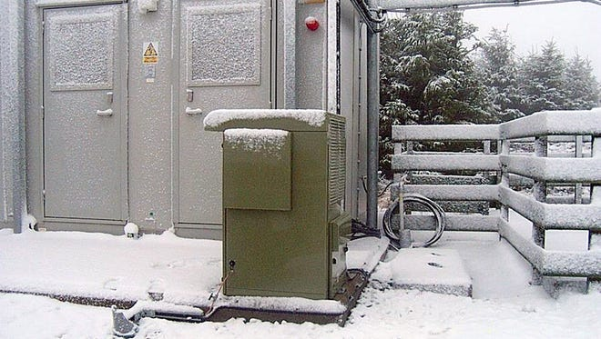Plug Power's GENCORE fuel cell system, fueled by hydrogen, provides backup power for a remote cell tower in the United Kingdom.  ORG XMIT: BW1