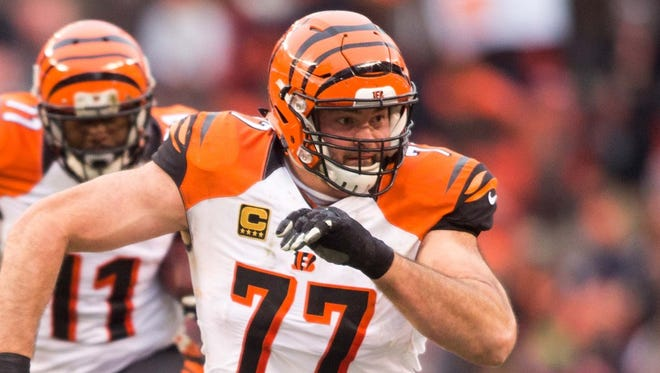 Cincinnati Bengals tackle Andrew Whitworth (77) plays against the Cleveland Browns on Dec. 11, 2016.