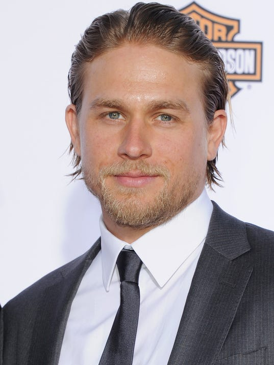 charlie hunnam drops out of 39 fifty shades of grey 39. Black Bedroom Furniture Sets. Home Design Ideas